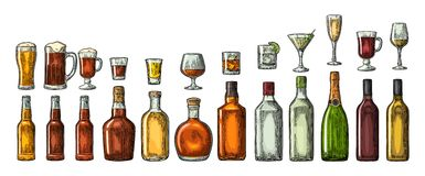 Ställ in exponeringsglas- och flasköl, whisky, vin, gin, rom, tequilaen, konjak, champagne, coctailen, toddy Arkivfoto