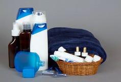 Ställ in för att raka, schampo, stelnar duschen och en badning arkivfoton
