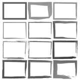 Ställ in Grungesvartramar på en vit bakgrund Arkivbilder