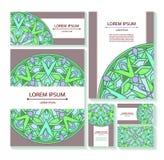 Ställ in mallaffärskort och inbjudningar med runda modeller av mandalas Arkivbilder