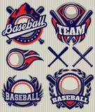 Ställ in sportmallen med bollen och slagträn för baseball Arkivbilder