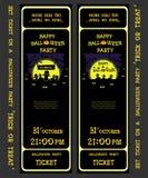 Ställ in vektordesignbiljetten på ett halloween parti med pumpor, spöken, skelettet, gravslagträn och spindlar Fotografering för Bildbyråer