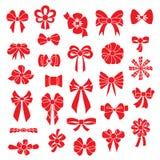 Ställ in vektorpilbågar av röd färg för olika former Arkivbilder