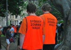 Ställa upp som frivillig deltagare som håller ögonen på förberedelser för Sydney Zombie Walk på Hyde Park En årlig händelse är hä Royaltyfri Fotografi