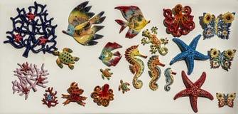 Ställa ut av keramiska souvenir royaltyfria bilder