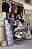 Ställa ut av souvenir shoppar i Valletta, Malta Royaltyfri Foto