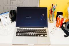 Ställa ut för Apple-datorwebsite Royaltyfri Bild