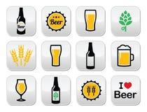 Ställde färgrika knappar in för öl - flaskan, exponeringsglas, halv liter Fotografering för Bildbyråer
