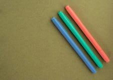 ställde isolerade pennor in för bakgrundsfärgillustration vektorn vit Arkivbild