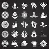 Ställde släkta symboler in för yoga på svart bakgrund för diagram och rengöringsdukdesign Enkelt vektortecken Internetbegreppssym stock illustrationer