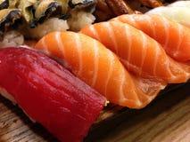Ställde traditionell japansk mat in för den japanska sushi, sushipartimagasin, nolla Royaltyfri Fotografi