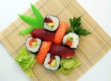 Ställde traditionell japansk mat in för den japanska sushi, sushipartimagasin, nolla Arkivfoton