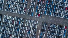 Ställde upp nya bilar för flyg- sikt i porten för import och export, royaltyfri foto