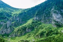 Ställe för att fotvandra Lopp i Europa Berg och kullar i Tatra royaltyfria bilder