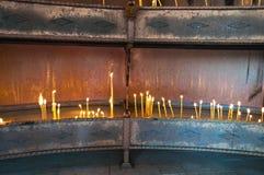 Ställe för blixtstearinljus i kloster, Serbien Royaltyfri Foto