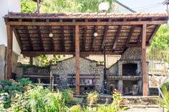 Ställe för en grillfest på det heliga berget i byn av Oreshak, Bulgarien Royaltyfria Foton