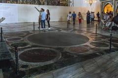 Stället av den traditionella kröningen av bysantinska kejsare in Arkivfoton