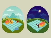 Stället för en familj och en romantisk picknick i parkera, fördelade ut en filt, en korg av mat, sommarsemestern, picknick i berg Royaltyfria Bilder