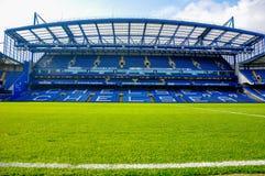 Ställning av den Stamford bron, hemmaplan av Chelsea F C arkivfoto