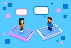 Ställning för affärsfolk på kvinna för man för kommunikation för nätverk för stor cellSmart telefon social med pratstundbubblan vektor illustrationer