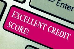 Ställning för kreditering för ordhandstiltext utmärkt Affärsidéen för numret, som utvärderar en konsument s, är creditworthiness royaltyfria foton