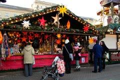 Ställning på jul som är ganska i Karlsruhe Arkivfoton