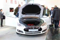 Ställningen av Tesla bilar på mars 20, 2015 Arkivbilder