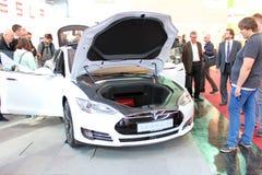 Ställningen av Tesla bilar på mars 20, 2015 Fotografering för Bildbyråer