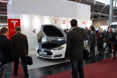 Ställningen av Tesla bilar på mars 20, 2015 Arkivfoton