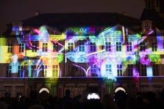 Stämma av diagram ljus videomapping på den gamla stadfyrkanten i Prague under festivalen 2016 för signalljus Fotografering för Bildbyråer