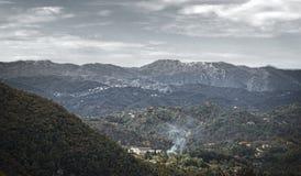 Stämningsmättat tuscany landskap royaltyfria bilder