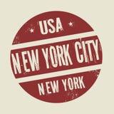Stämpel för Grungetappningrunda med text New York City, New York royaltyfri illustrationer