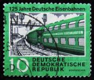 Stämpeln för DDR-Tysklandporto visar det elektriska drevet, serie`en den 125. årsdagen av ` för stångvägar, circa 1960 Royaltyfri Foto