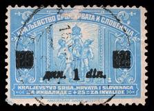 Stämpeln skrivev ut i kungarike av Serbien, Kroatien och Slovenien för fördelen av ogiltiga soldater Royaltyfri Bild