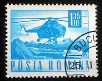 Stämpeln skrivev ut i Rumänien som visar en helikopter för Mil Mi-4 Royaltyfria Foton