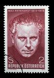 Stämpeln som skrivs ut i Österrike, är hängiven till den 100. årsdagen av Max Reinhardt Royaltyfria Bilder