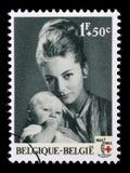 Stämpeln som skrivs ut i Belgien, är hängiven till den 100. årsdagen av det internationella Röda korset Arkivfoto
