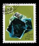 Stämpeln som skrivs ut i GDR, visar Fluorite från seriemineralerna Arkivfoto