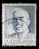 Stämpeln som skrivs ut i Jugoslavien, visar den 100. årsdagen av födelsen av Josip Smodlaka Royaltyfri Bild