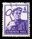 Stämpeln som skrivs ut i Rumänien, visar stål-arbetaren Arkivbild