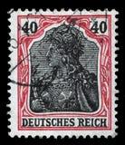 Stämpeln som skrivs ut i Tyskland, visar den Germania allegorin, personifikation av Tyskland Royaltyfri Foto