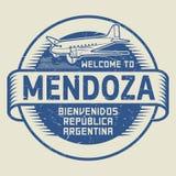 Stämpla eller etiketten med flygplantextvälkomnande till Mendoza, Argentina stock illustrationer