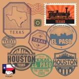 Stämpla uppsättningen med namnet och översikten av Texas vektor illustrationer