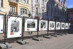 Stände mit alten Fotografien des Militärs während des Zweiten Weltkrieges Stockfoto