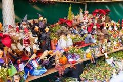 Stände mit Weihnachtsgeschenken Lizenzfreies Stockfoto