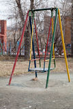 Ständiges Schwanken an einem Spielplatz Stockfotos