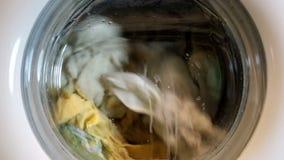 stäng maskinen som skjutas upp tvätt arkivfilmer