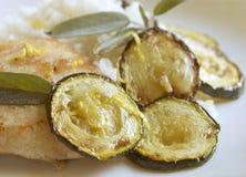 stäng sig grillat upp zucchini Arkivbilder