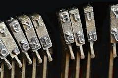 Stäng sig upp av antika skrivmaskinstypebars, det stora begreppet för bloggar, journalistik, nyheterna eller massmedia arkivfoton