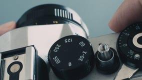 Stäng sig upp av att arbeta med den gamla fotokameran